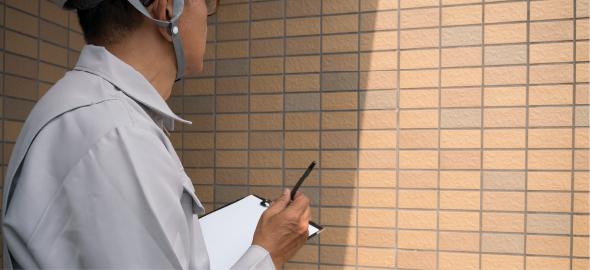 建物劣化診断|外壁の打音検査風景